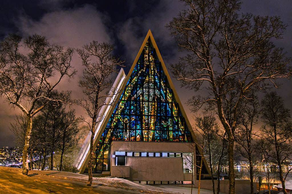Arctic-Cathedral-night